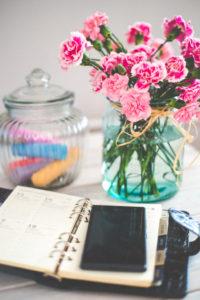 Planner and flowers by Karolina Grabowska from stocksnap.io