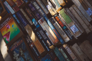 Paperback books by FOX from stocksnap.io