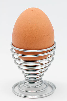 Boiled egg in spiral cup © Marie-Lan Nguyen / Wikimedia Commons, via Wikimedia Commons