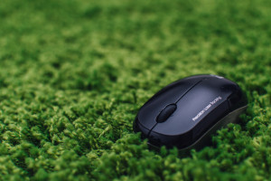 Computer mouse on green carpet by Patryk Dziejma