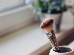 Makeup brush in jar by Pawel Kadysz from stocksnap.io
