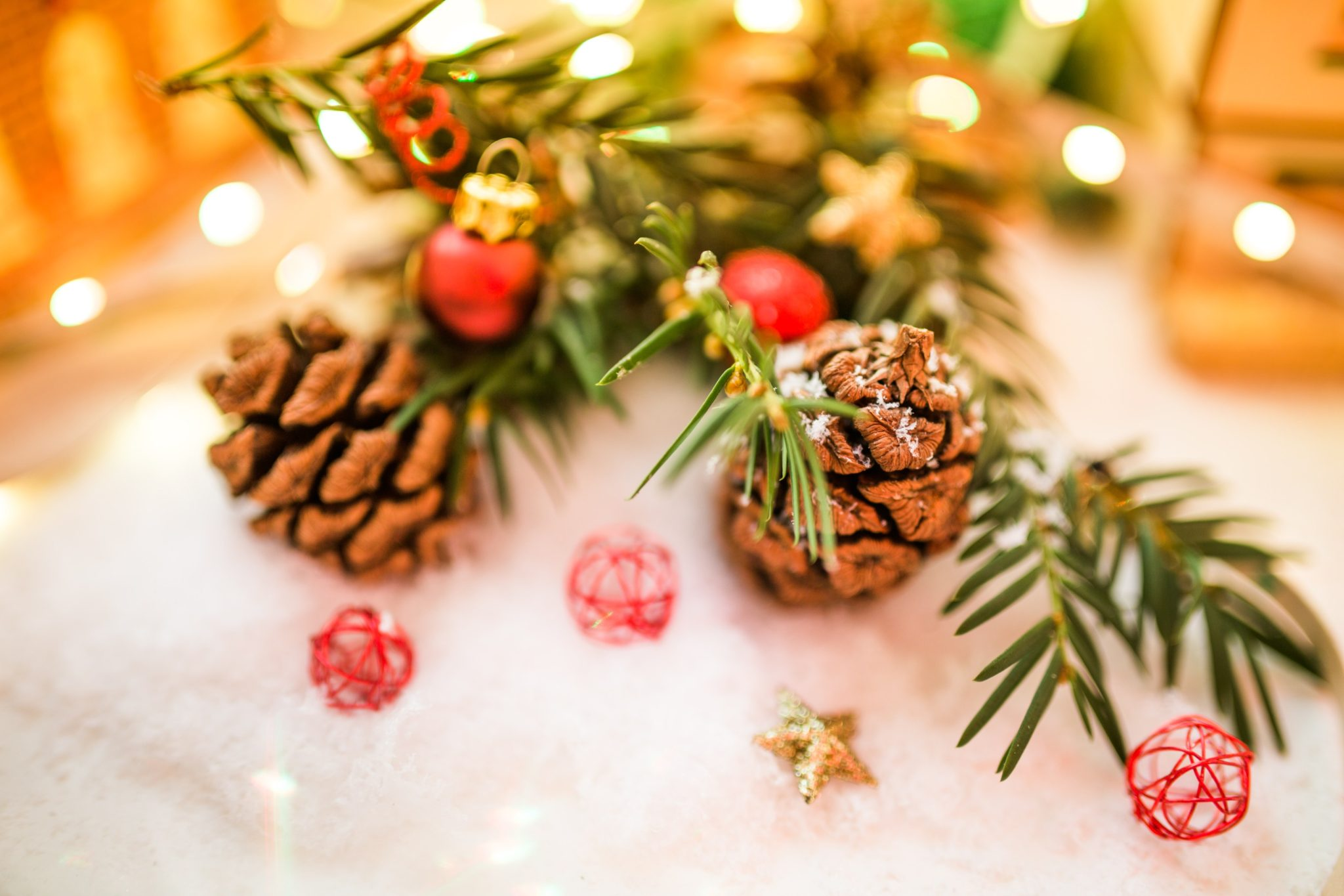 Holiday ornament by Luis Llerena from stocksnap.io