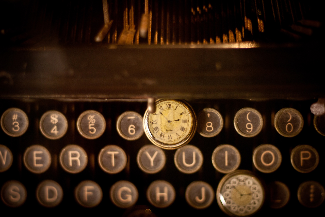 Vintage Typewriter with clocks by Cliff Johnson from stocksnap.io